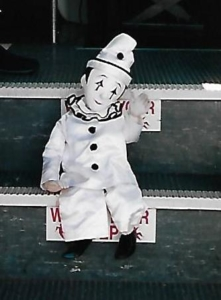 Opera Marionette waving