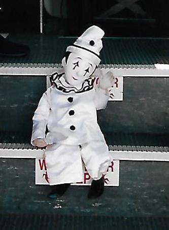 Opera-Marionette-Waving